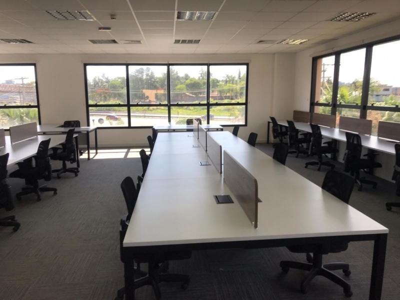 Mesa Plataforma para Escritório Preço Cavalcanti - Plataforma de Trabalho Escritório
