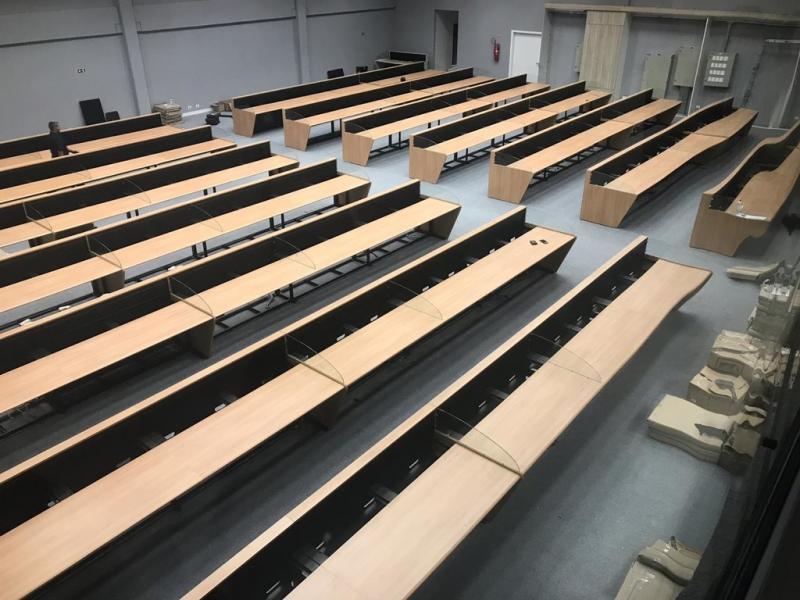 Mobiliários Técnicos para Centro de Monitoramento Jandira - Mobiliário Técnico com Regulagem Manual de Altura