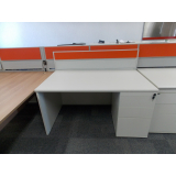 mesa de escritório com gaveteiro São Carlos