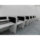 mobiliário técnico com regulagem manual de altura