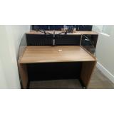 mobiliário técnico com suporte de monitor